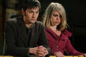 00761568-photo-david-tennant-et-billie-piper-dans-la-deuxieme-saison-de-doctor-who