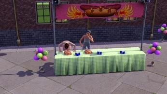 Concours de mangeage de saucisses au festival d'été.